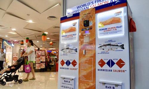 Máy bán cá hồi tự động tại Singapore