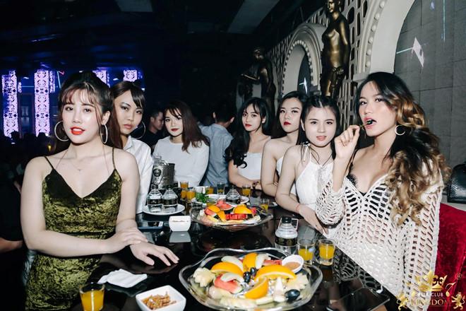 Kingdom Beer Club là điểm đến quen thuộc của các bạn trẻ năng động của Sài Gòn.